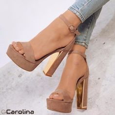 There are a world of assorted types of high heeled shoes, including pumps, platforms, sandals, wedges and high heeled boots for ladies. Dream Shoes, Crazy Shoes, Me Too Shoes, Zapatos Shoes, Shoes Heels, Shoes Sneakers, Strappy Shoes, Nude Shoes, Tan Heels