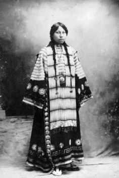Unidentified Dakota Sioux woman :: 1870