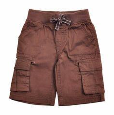 Bermuda para bebe niño confeccionado en algodón 100%, en color marron. Cintura con pretina elastizada con un cordón intercalado que se enlaza al frente. Dos bolsillos al frente, dos a los lados con cierre de velcro y dos bolsillos mas en la parte de atras. Etiqueta de EPK en uno de los bolsillos laterales. Kids Fashion, Fashion Outfits, Womens Fashion, Short Niña, Twin Babies, Dory, Kids Wear, Kids Outfits, Shorts