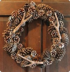 Bring style to your wedding without the price tag by making your own designer details like the Pottery Barn Knockoff Faux Antler Wreath. This perfect fall or winter wedding wreath looks absolutely exquisite on the door of a barn. Diy Wreath, Grapevine Wreath, Wreath Ideas, Pine Cone Decorations, Christmas Decorations, Holiday Decor, Pottery Barn, Antler Wreath, Knock Off Decor