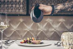 Regionalität & Leidenschaft. Die STOCK´s KOCHEREI im Luxushotel STOCK resort zaubert jedem ein lächeln ins Gesicht. Buffet, Restaurant, Table Settings, Photography, Gourmet, Passion, Luxury, Face, Photograph