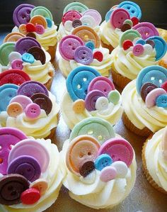 """going to make her these cupcakes in pink velvet with green frosting that says """"little, you're cute as a button!"""" Or maybe lalaloopsy themed cupcakes! Button Cupcakes, Yummy Cupcakes, Button Cake, Button Button, Button Cookies, Button Moon, Cookies Et Biscuits, Cake Cookies, Cupcakes Para Baby Shower"""