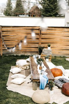 This destination inspired birthday party takes the essence of Tulum, Mexico and infuses it into every detail of an outdoor backyard party. Tropical cocktails and tacos are on the menu and the res. Backyard Birthday, Backyard Camping, Backyard Seating, 30th Birthday, Decoraciones Ramadan, Bbq Party, Outdoor Dining, Shade Garden, Hacks