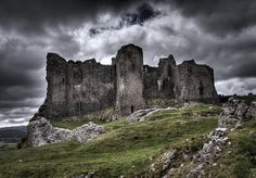 Carreg Cennen Castle Castle House, Castle Ruins, Carreg Cennen Castle, Welsh Castles, Castle Drawing, Pencil Sketching, Architecture Images, Dramatic Eyes, Cymru