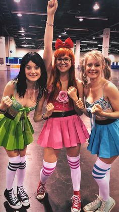 Looking for Halloween Costumes for your Girl Squad? Take quick inspirations from this round-up of fabulous Girlfriend Group Halloween Costumes right here. Cute Group Halloween Costumes, Cute Costumes, Halloween Outfits, Halloween Tumblr, Girl Group Costumes, Couple Halloween, Halloween 2019, Adult Costumes, Diy Halloween