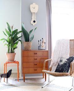 Combo Design is officieel dealer van Kloq collectie ✓Kloq wand klokken makkelijk te bestellen ✓ Verschillende varianten verkrijgbaar ✓ 1-3 werkdagen levertijd ✓ Entryway Bench, Living Room, Wood, Furniture, Black, Design, Home Decor, Entry Bench, Hall Bench