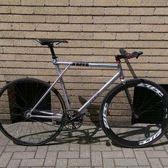 kamalrb (Kamal Balgobin) on Instagram. Filament wound Zephyr fork from Wound Up on fixie track bike. Filament winding creates the best bike forks. #woundupfork #woundup #composites #compositeforks #carbonforks #carbonfiber #filamentwound #forkyeah #superforks   #madeinutah #americanforks #madeintheusa #handcrafted #bespokeforks #zephyr #fixie #velofork #trackfork #fixedgear #courierfork #fixiefork #woundupzephyr #zephyrtrackfork #streetforks www.woundupcomposites.com…