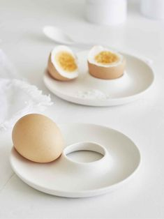 Is there any better way to start the day than in such style? Our porcelain egg holder is elegant and practical, and is the star of any brunch table!