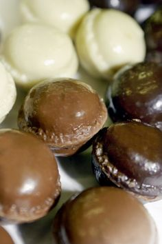 'Chocolate Macaroon'  to discover the French taste by Yves Thuriès