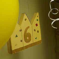 """Пиньята на скорую руку для Принцессы """"Саши"""" Все просто: картон, бумага, много бумаги и, конечно же, конфеты, подарки, шоколадки, сюрпризики и МОРЕ конфетти!  // Подробный DIY - в моем блоге. (активная ссылка в профиле) //DIY is on my blog (active link is in my profile) === #diy #своимируками #homedecor #birthdaydecorations #дизайн #декорсвоимируками #diyproject #интерьер #декор #гирлянда #homedecoration #garland #diydecor #diyideas #pinata #diycrafts #своимирукамислюбовью #diyhome…"""