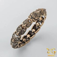 If you want quality jewelry, you need to know how to find a jewelry shop that's reputable and fair. Learn what to look for in the best jewelry store. Pagan Jewelry, Viking Jewelry, Jewelry Art, Jewelry Gifts, Jewellery, Handmade Bracelets, Bracelets For Men, Handmade Jewelry, Viking Arm Rings