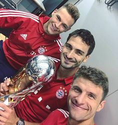 Kimmich, Hummels and Muller with the Supercup trophy