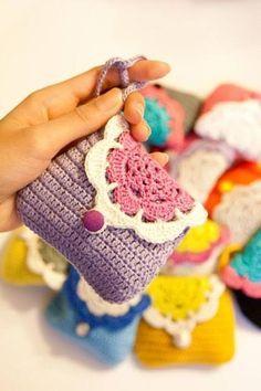 NO PATTERN Sweet crochet wallet coin purse with inner por SweetHandmadeCrochet Crochet Diy, Love Crochet, Crochet For Kids, Crochet Crafts, Crochet Projects, Diy Crafts, Crochet Handbags, Crochet Purses, Crochet Bags