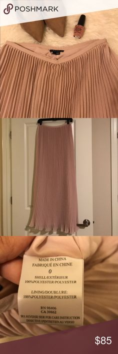 💰⬇️ Theory pale pink maxi skirt Pale pink theory maxi skirt with pleats Theory Skirts Maxi