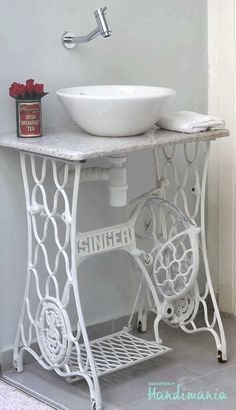 10 Innovative and Excellent DIY Ideas For the Little Bathroom | Diy