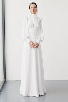 Vintage Wedding Gown I High neck Line I Long Sleeves I Crisp White Dress I Peek a Boo Collar Muslim Fashion, Modest Fashion, Hijab Fashion, Fashion Dresses, Fashion Tips, Elegant Dresses, Beautiful Dresses, Dress Outfits, Dress Up