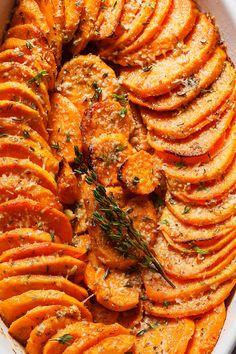 Garlic Parmesan Roasted Sweet Potatoes Recipe - extra-flavorful Roasted Sweet Potatoes and easy to make. - by Garlic Parmesan Roasted Sweet Potatoes Recipe - extra-flavorful Roasted Sweet Potatoes and easy to make. Oven Roasted Sweet Potatoes, Roasted Potato Recipes, Parmesan Potatoes, Savory Sweet Potato Recipes, Sweet Potato Side Dish, Roasted Garlic, Baked Sweet Potato Oven, Garlic Parmesan Fries, Potato Food