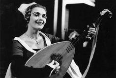 1957: Elisabeth Schwarzkopf singing Alice Ford in Karajan's new production of Falstaff.