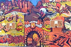 Grand mur de graffiti avec les conseils de basket-ball rouge de Belgrade