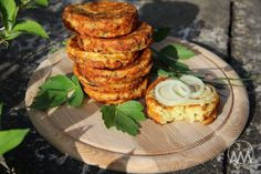 V kuchyni vždy otevřeno ...: Sýrové placičky s hořčicí Russian Recipes, Tandoori Chicken, Baked Potato, Appetizers, Treats, Cheese, Snacks, Cooking, Breakfast