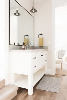White Vanity with Gr