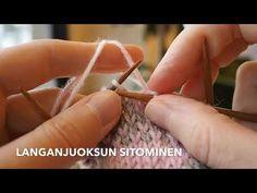 Kirjoneuletta neuloessa pitkät langanjuoksut kannattaa sitoa tasaisin välein, jotta kuvio asettuu kauniisti eikä työn nurjalle puolelle muodostu käyttöä hankaloittavia lenkkejä. Knit Crochet, Knitting, Tricot, Crochet, Stricken, Weaving, Knitting Stitches, Knits