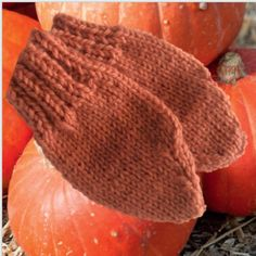 Nice and warm for winter! Hand knitted in wool in a warm apricot-orange shade. Angela White, Main Colors, Mittens, Hand Knitting, Knitted Hats, Brother, Pumpkin, Warm, Orange