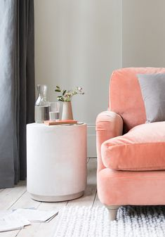 When you are decorating your Living Room Set and you don't know which tone to use, what you can do is to try the colour of the year - Coral Upholstery Fabrics. Living Room Sets, Living Room Furniture, Living Room Decor, Living Room Inspiration, Home Decor Inspiration, Coral Home Decor, Sofa Colors, Colours, Modern Interior Design