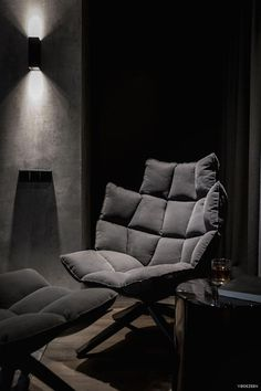 A twilight atmosphere in a contemporary home interior by the Ukrainian design studio YoDezeen. The dark, mysterious emanation of this urban apartment is Apartment Interior, Apartment Design, Home Furniture, Furniture Design, Black Rooms, Dark Interiors, House Rooms, Home Interior Design, Living Room Designs