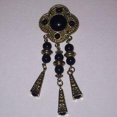 Gorgeous Vintage Black & Gold Pin