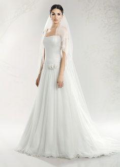 3b566c07d604 Collezione Rugiada  vendita abiti da sposa Roma Abiti Tradizionali