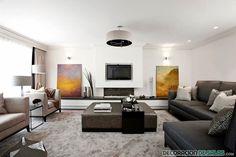 Un amplio salón con paredes blancas y muebles en tonos oscuros http://www.decoraciondesalas.com/combina-los-sofas-de-tu-casa/1507 #home #sweethome #bathroom #decor #design