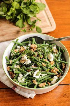 salade de haricots verts à la feta, menthe et noix – string bean salad with walnuts, feta and mint of Healthy Salad Recipes, Veggie Recipes, Healthy Snacks, Vegetarian Recipes, Shrimp Recipes, Chicken Recipes, Green Bean Salads, Green Beans, Healthy Cooking