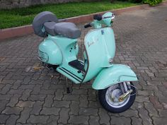 Beautiful Vintage Vespa VBB - 1961.  Love the color combination of the seats and paintwork.  Follow the link for more amazing creations! Vespa Vbb, Lambretta Scooter, Vespa Scooters For Sale, Vintage Vespa, Color Combinations, Princess, Link, Amazing, Beautiful