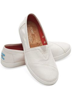 b13a922b231 The Avalon Sneaker features all the slip-on goodness of TOMS Classics