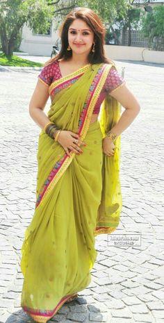 Sex Kitten - Sridevi Vijaykumar - Kolly beauty shows navel! - Page 55 Beautiful Girl In India, Most Beautiful Indian Actress, Beautiful Saree, Most Beautiful Women, Beauty Full Girl, Beauty Women, Dehati Girl Photo, Floral Print Sarees, Saree Models