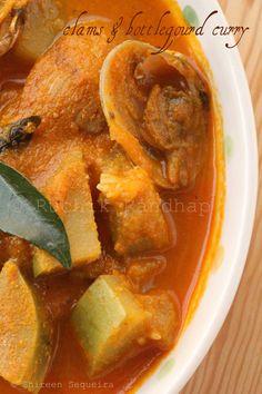 Ruchik Randhap (Delicious Cooking): Kube Ani Boblyachi Khodi (Clams & Bottle Gourd Curry)
