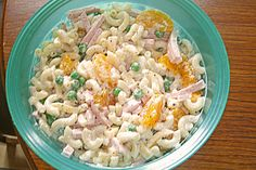 Pasta salad like from grandma! With tangerines, peas, butter cheese and meat sausage. Very good recipe. 🙂 Pasta salad like from grandma! With tangerines, peas, butter cheese and meat sausage. Very good recipe. Chef Salad Recipes, Salad Recipes For Dinner, Raw Food Recipes, Vegetable Recipes, Pasta Recipes, Vegetarian Recipes, Healthy Recipes, Coleslaw Sandwich, Pasta Al Curry