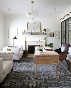 Take a look at these trending traditional design ideas and see how to layer them into your existing decor to create a fresh update for the new year. Office Decor, Home Office, Office Inspo, Office Spaces, Office Ideas, Design Trends 2018, Trend 2018, Plasma, Amber Interiors