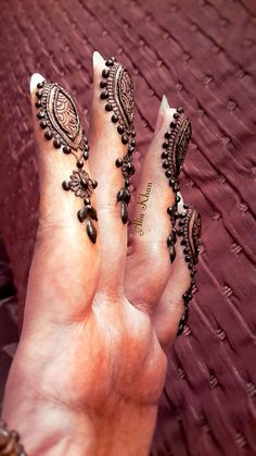 Get the simple and latest finger mehndi designs hand finger mehndi images. Best mehndi from Indian, Arabic, Pakistani and Turkish finger mehndi designs. Mehendi, Mehandi Henna, Mehndi Art, Henna Art, Latest Finger Mehndi Designs, Mehndi Designs For Fingers, Henna Designs Easy, Beautiful Henna Designs, Henna Tattoos