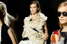 Jaký je můj tvar obličeje? | VLASY A ÚČESY Tvar, Missoni, Stella Mccartney, Prada, Ruffle Blouse, Dresses, Women, Fashion, Vestidos
