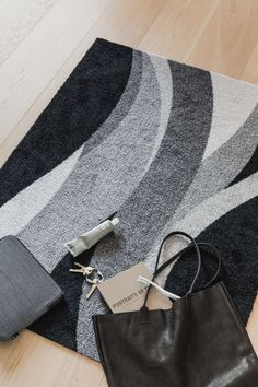 Føn, inspired by a warm and dry wind that descends from large mountain ranges. Nitrile Rubber, Machine Washable Rugs, Indoor Outdoor Rugs, Sustainable Living, Scandinavian Design, Recycling, Ranges, Mountain, Plastic