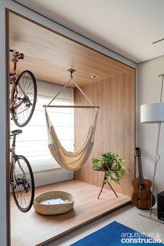 Caixa de lazer: varanda de apê tem rede e suporte para bicicleta   Arquitetura e Construção