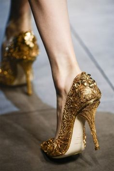 Sexy gold shoes.  90 Inspiring Gold Wedding Ideas | HappyWedd.com