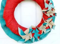 Patriotic Pinwheel Burlap Wreath @ Just Sew Sassy. The colors she used are so great and not just the same blue & red. Patriotic Wreath, 4th Of July Wreath, Summer Wreath, Diy Spray Paint, Spray Painting, How To Make Pinwheels, Best Embroidery Machine, Colored Burlap, Painting Burlap