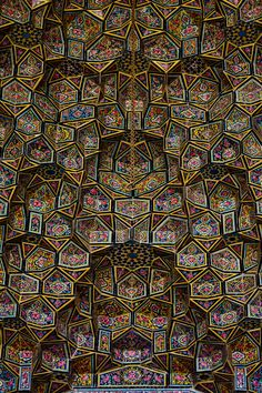 "L'incroyable ""mosquée rose"" Nasir-ol-Molk en Iran et ses airs de kaléidoscope"