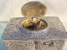 Museum quality  Silver Singing  Bird Box made in Germany by Karl Griesbaum dated at 1920. The elegant rectangular box has a rich hand engraved