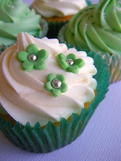 St Patrick's Day Cupcakes Cheesecake Cupcakes, Yummy Cupcakes, Cupcake Cookies, St Patricks Day Cupcake, Bake Sale, Mini Cakes, Cake Pops, Blarney Stone, Sweet Treats
