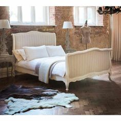 Provencal Upholstered Sleigh Bed (King Size)