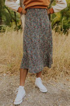 Midi Skirt Outfit, Midi Skirts, Floral Skirt Outfits, Midi Skirt Casual, Modest Skirts, Long Skirt Outfits For Summer, Modest Church Outfits, Midi Length Skirts, Moderne Outfits